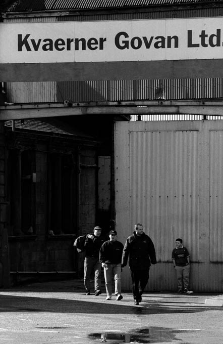 Workers making their way out of the Govan shipyard at the end of their shift. © Colin McPherson 1999, all rights reserved.