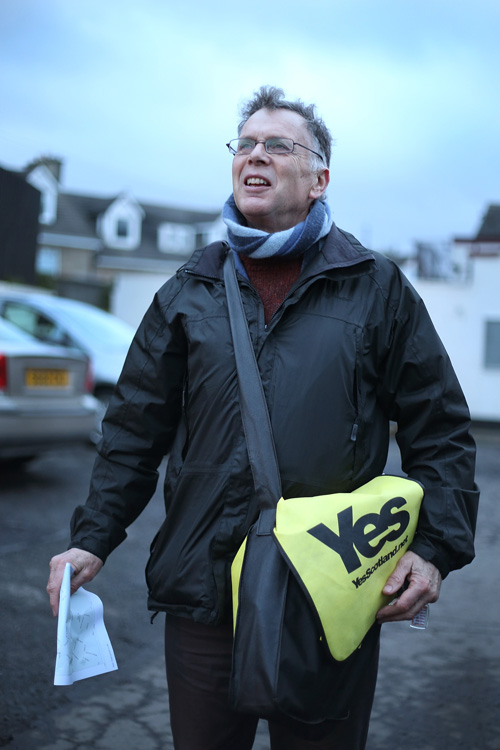 Yes Scotland campaigner, Blantyre, Glasgow. ©Jeremy Sutton-Hibbert 2014, all rights reserved.