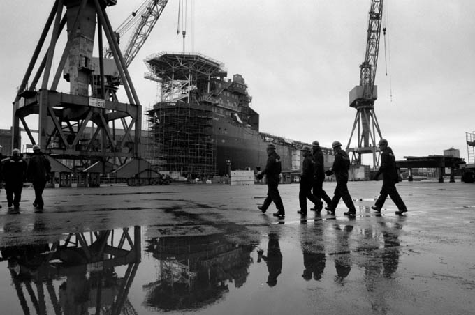 Workers at the Govan shipyard on the Clyde. © Colin McPherson 1999, all rights reserved.