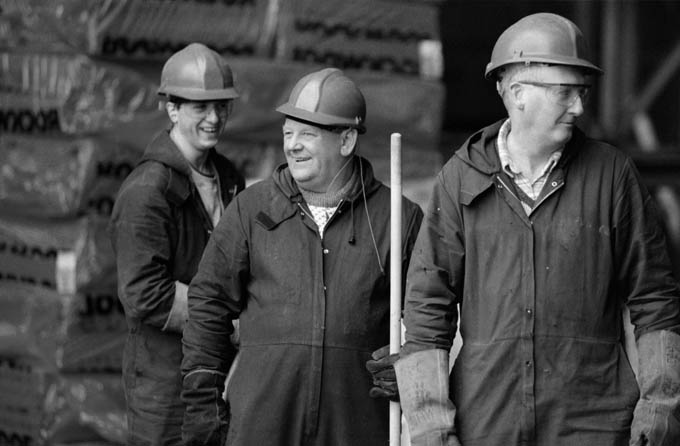 Workers at the Govan shipyard. © Colin McPherson 1999, all rights reserved.