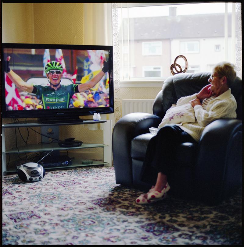 mum_watching_tour_de_france