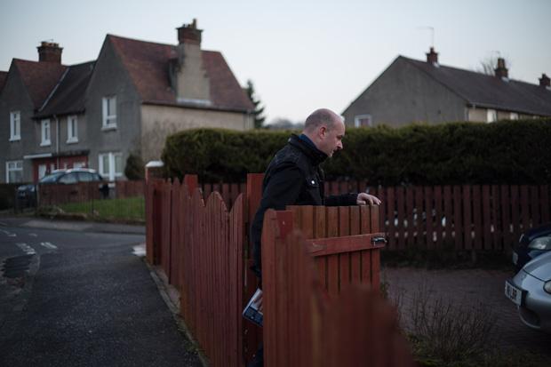 Better Together campaigner Kirk, distributing leaflets in Rutherglen, Glasgow. ©Jeremy Sutton-Hibbert 2014, all rights reserved.