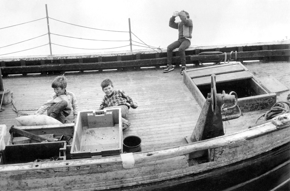 Boys playing on Sir Lancelot, 1985. © Paul Glazier 1985, all rights reserved.