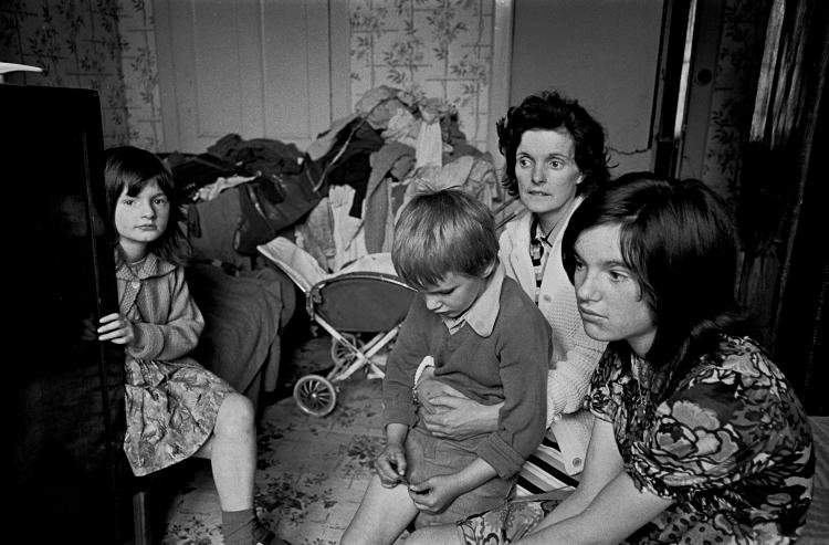Family living in an overcrowded tenement flat Glasgow © Nick Hedges/Shelter 1971